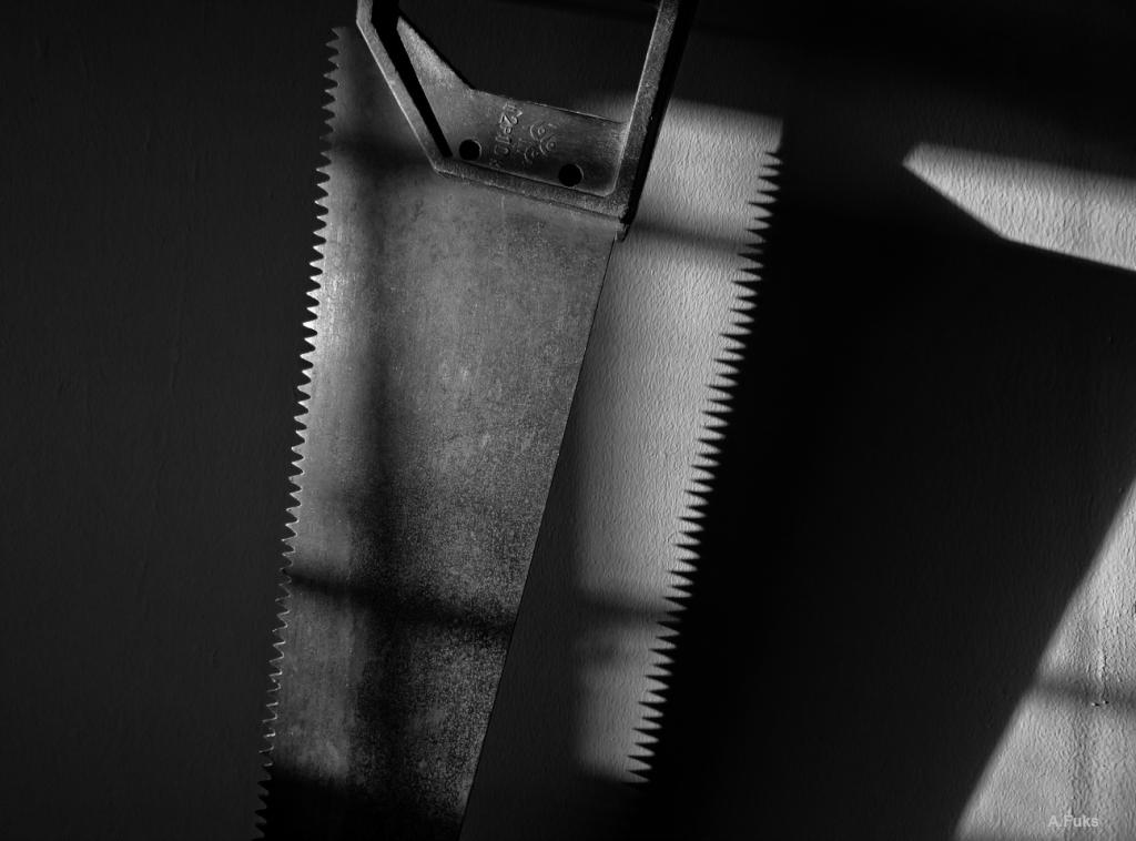 Ножовка — натюрморт