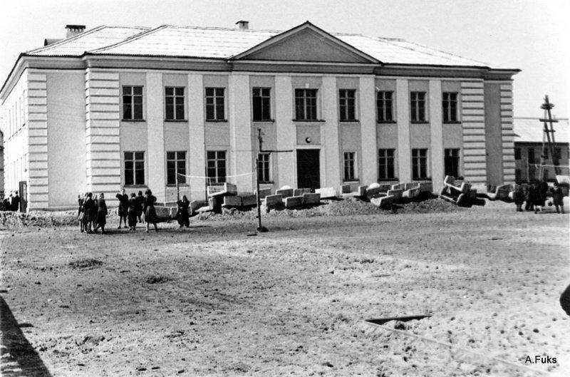 двор школы