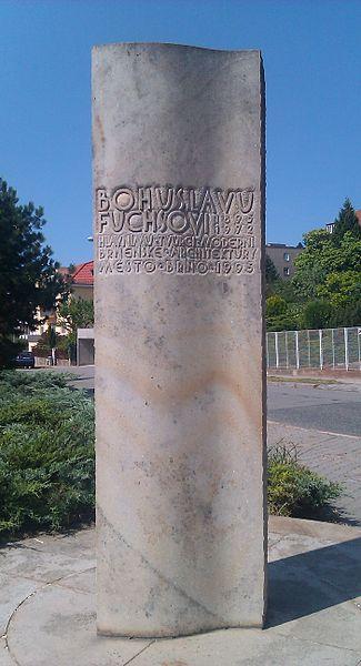 памятник фуксу
