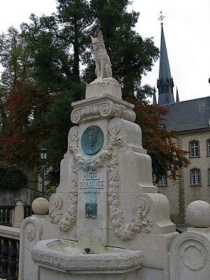 памятник лисе